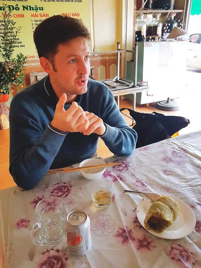 Bi hài chuyện khách Tây du lịch Việt Nam vào dịp Tết: 'Đánh liều' vào nhà dân xin ăn vì hàng quán đóng cửa Ảnh 2