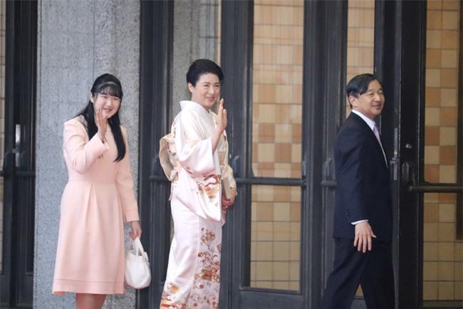 Hai nàng công chúa Nhật Bản gây chú ý với hai hình ảnh khác nhau một trời một vực: Người tỏa sáng rạng ngời, người ngày càng gây thất vọng Ảnh 2