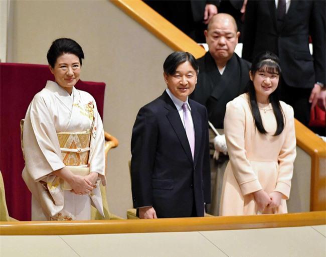 Hai nàng công chúa Nhật Bản gây chú ý với hai hình ảnh khác nhau một trời một vực: Người tỏa sáng rạng ngời, người ngày càng gây thất vọng Ảnh 3