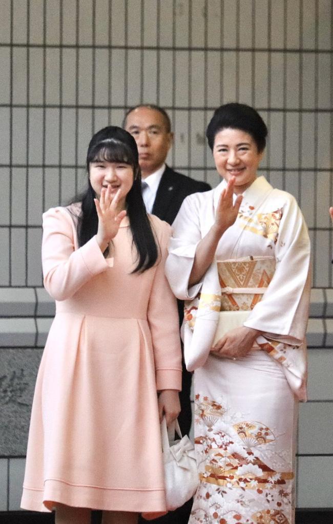 Hai nàng công chúa Nhật Bản gây chú ý với hai hình ảnh khác nhau một trời một vực: Người tỏa sáng rạng ngời, người ngày càng gây thất vọng Ảnh 1
