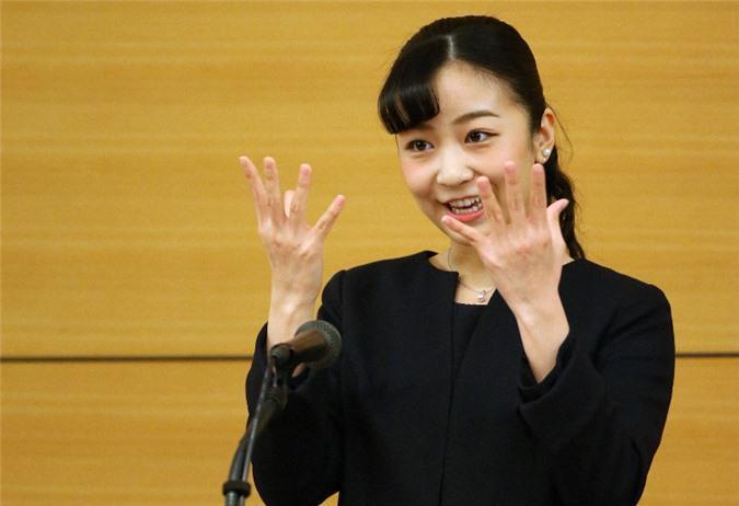 Hai nàng công chúa Nhật Bản gây chú ý với hai hình ảnh khác nhau một trời một vực: Người tỏa sáng rạng ngời, người ngày càng gây thất vọng Ảnh 5