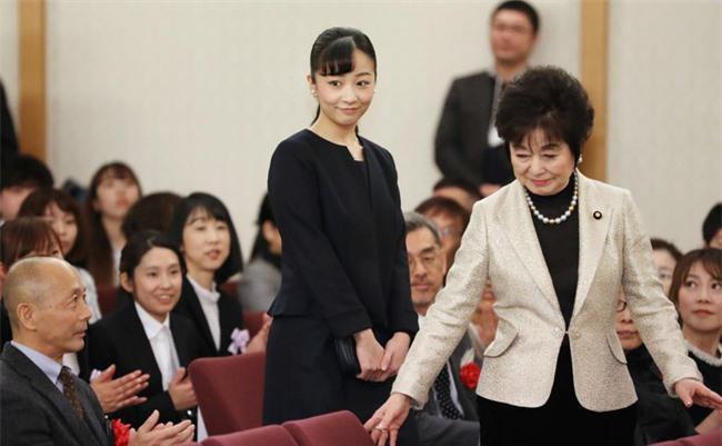 Hai nàng công chúa Nhật Bản gây chú ý với hai hình ảnh khác nhau một trời một vực: Người tỏa sáng rạng ngời, người ngày càng gây thất vọng Ảnh 6