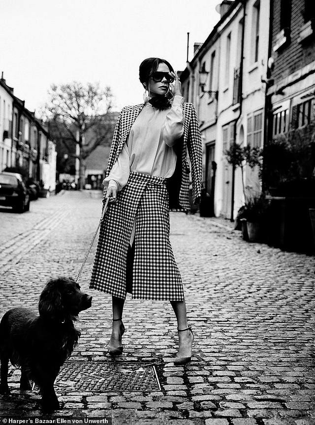 Victoria Beckham mặc đồ tập gym, để mặt mộc ra phố Ảnh 8