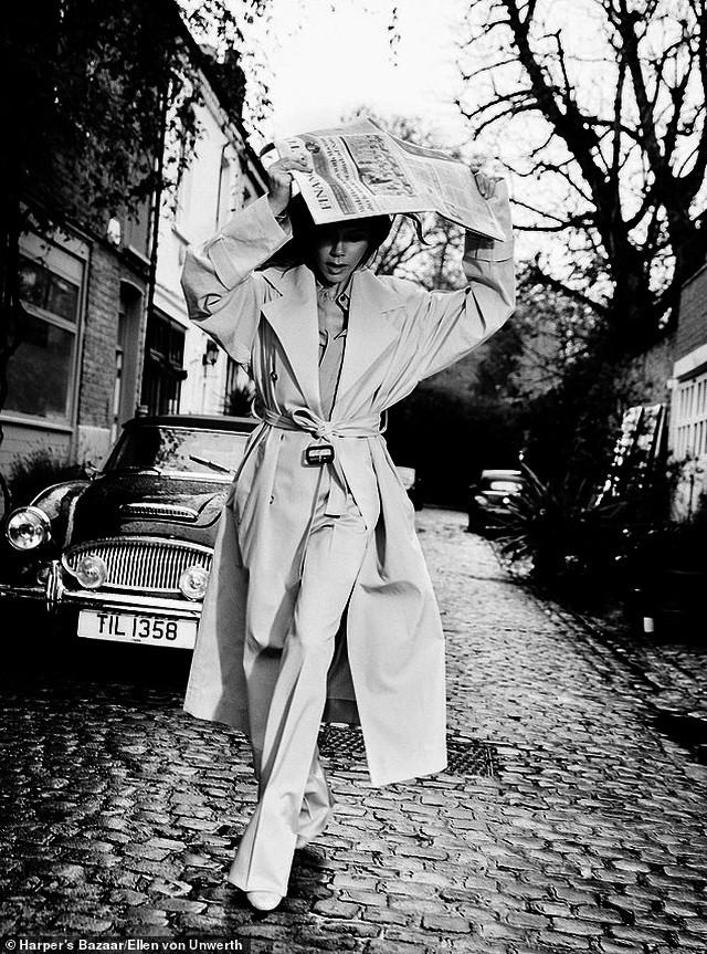 Victoria Beckham mặc đồ tập gym, để mặt mộc ra phố Ảnh 7