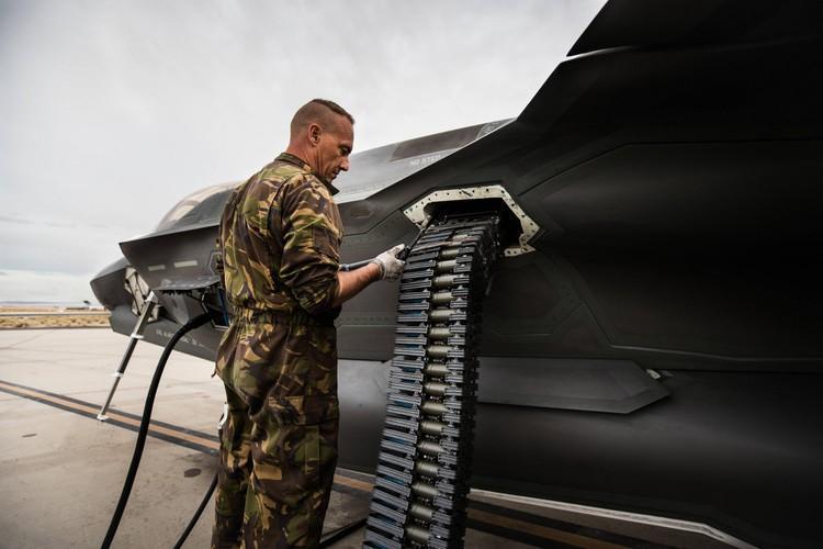 Vũ khí tầm gần của F-35 lỗi nghiêm trọng, Mỹ cuống cuồng khắc phục Ảnh 25