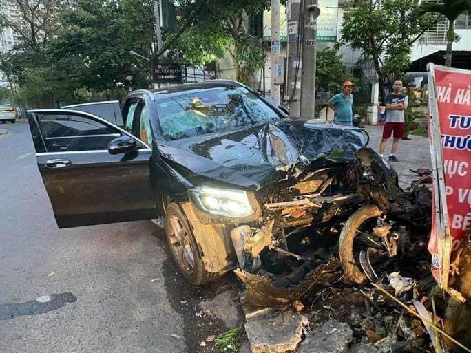 Tai nạn kinh hoàng gần sân bay Tân Sơn Nhất, lái xe sang đang trốn Ảnh 1