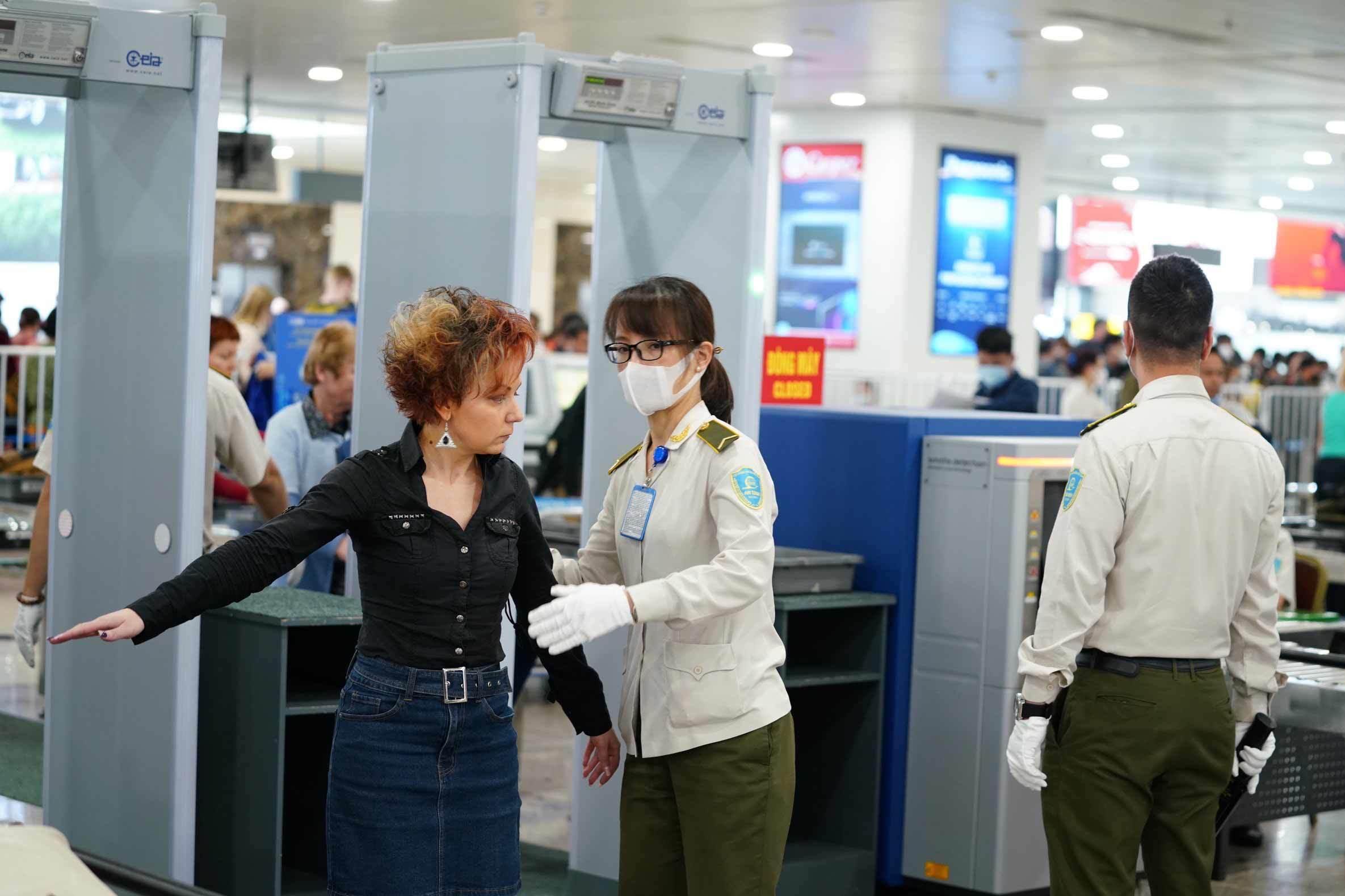 Lỗ hổng kiểm soát dịch virus corona từ các chuyến bay quốc nội? Ảnh 3