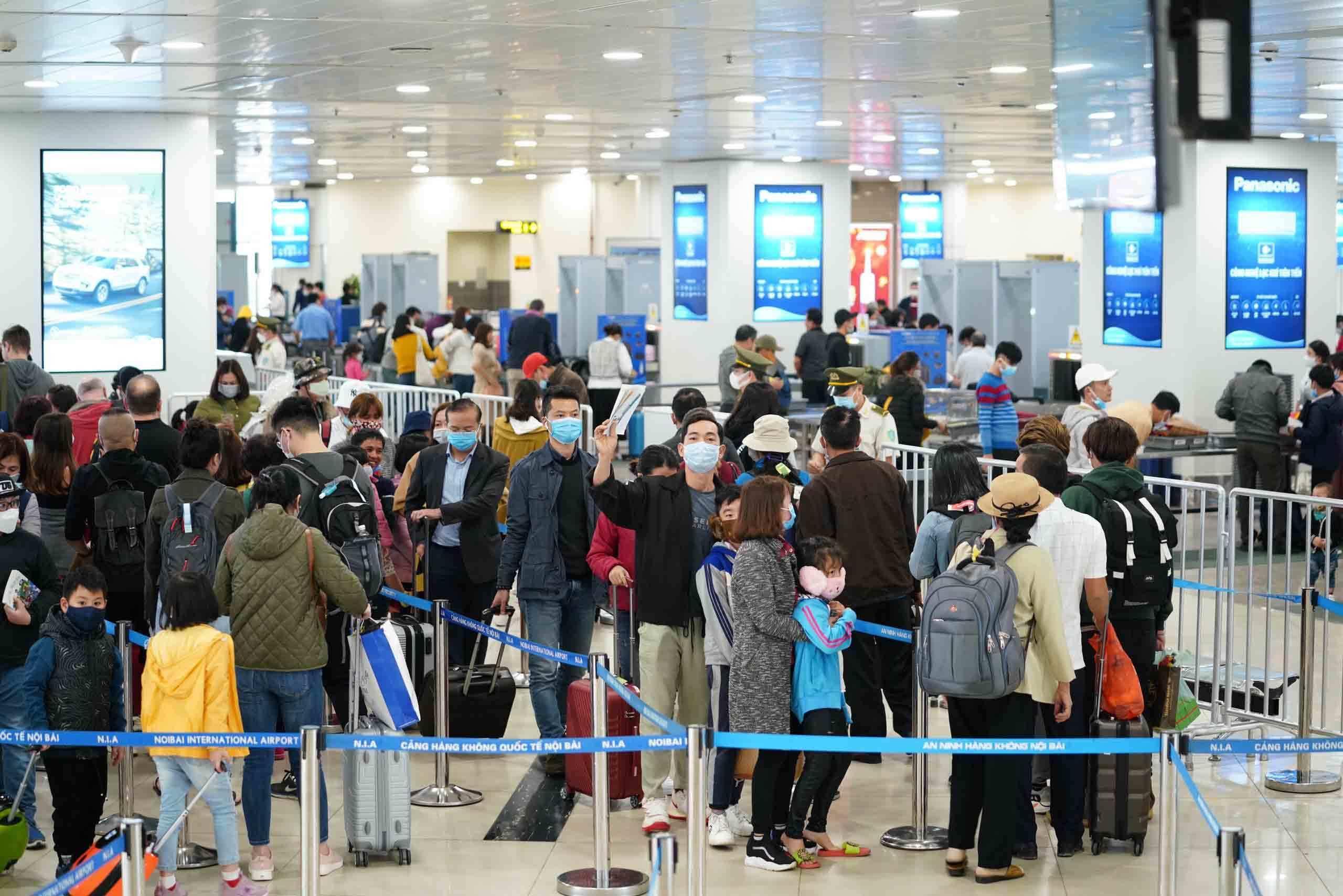 Lỗ hổng kiểm soát dịch virus corona từ các chuyến bay quốc nội? Ảnh 8