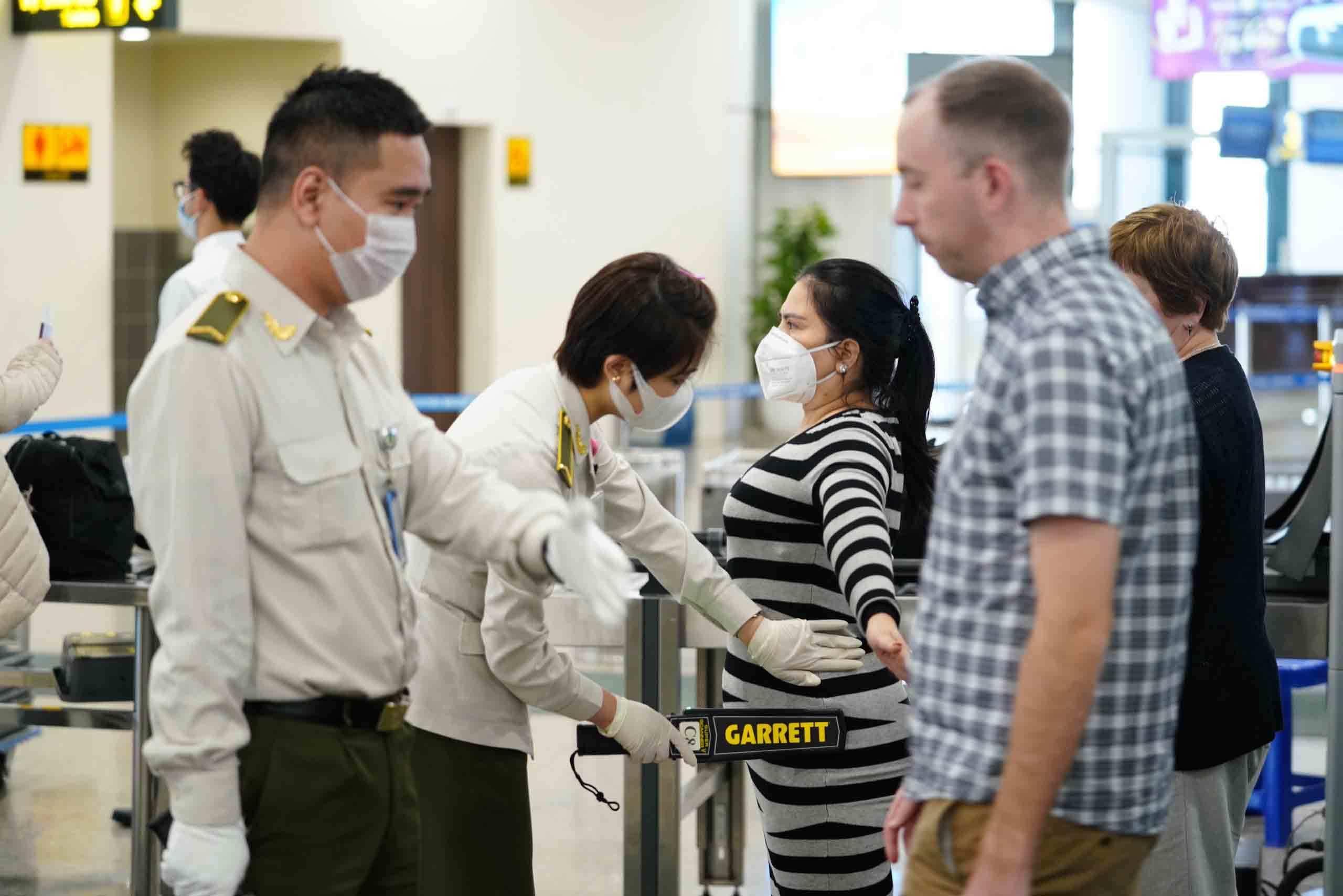 Lỗ hổng kiểm soát dịch virus corona từ các chuyến bay quốc nội? Ảnh 2