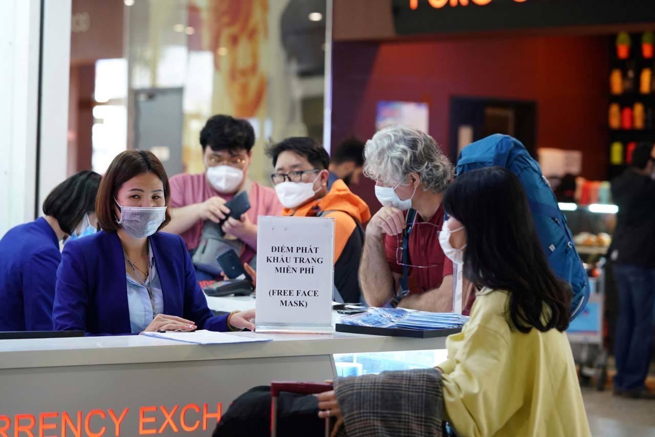 Lỗ hổng kiểm soát dịch virus corona từ các chuyến bay quốc nội? Ảnh 5