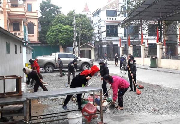 Gia Lâm đồng loạt tổng vệ sinh môi trường tại các xã, thị trấn Ảnh 2