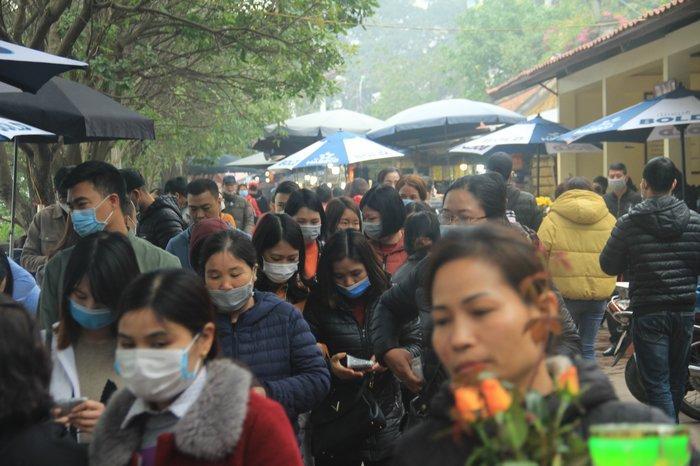 Phát 75.000 chiếc khẩu trang miễn phí cho người dân ở Phủ Tây Hồ và ga Hà Nội trong đợt dịch virus corona Ảnh 6
