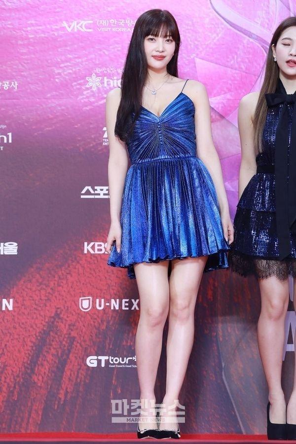 Joy (Red Velvet), Taeyeon (SNSD) và Han Hyo Joo đụng độ váy 79 triệu đồng: Ai mặc đẹp hơn? Ảnh 2