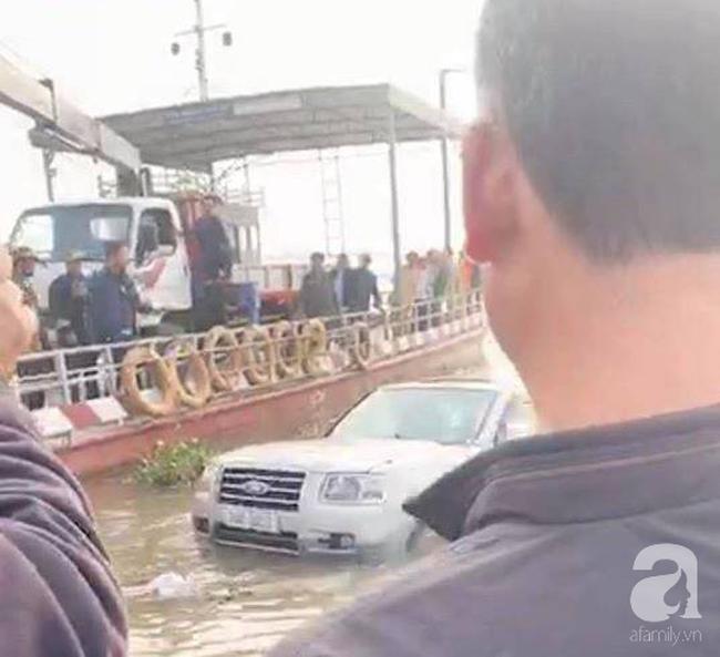 Nam Định: Xe 7 chỗ trôi xuống sông khi qua phà, một người tử vong Ảnh 1