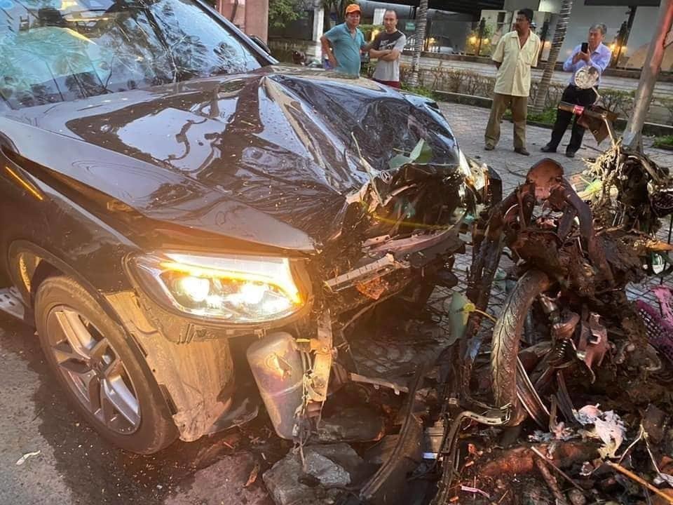 Tài xế Mercedes tông nữ tiếp viên hàng không bị thương nặng đã đầu thú Ảnh 1