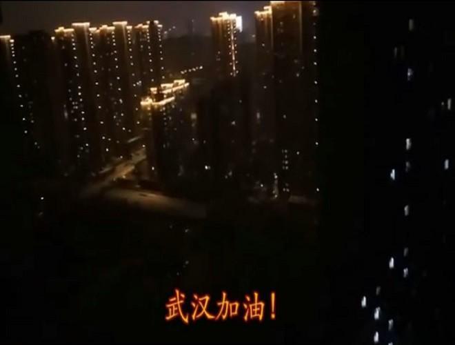 Những câu chuyện cảm động về tình người trong 'tâm dịch' Vũ Hán Ảnh 16