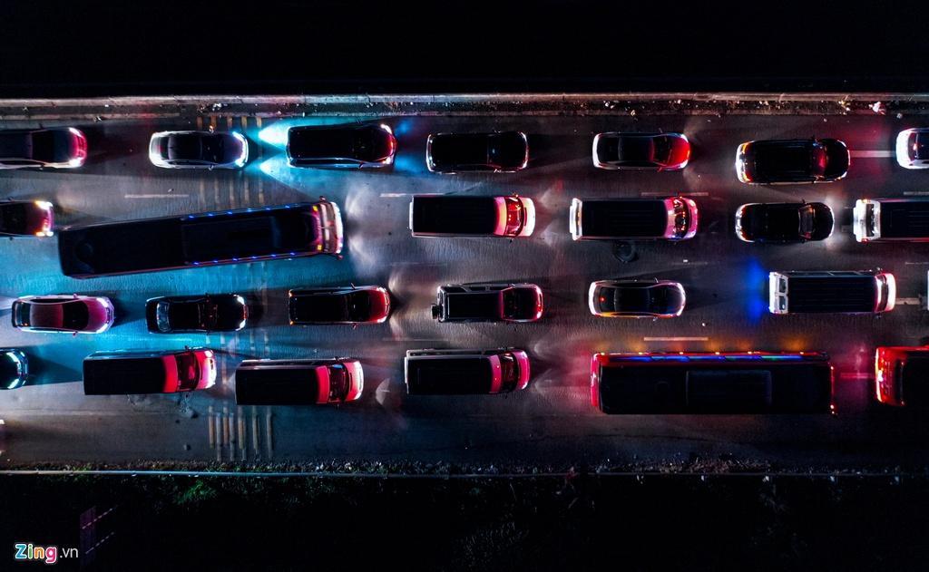 Cửa ngõ cao tốc TP.HCM - Trung Lương ùn tắc trong đêm Ảnh 4