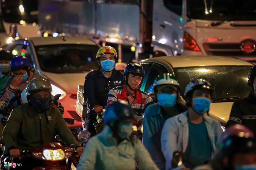 Cửa ngõ cao tốc TP.HCM - Trung Lương ùn tắc trong đêm Ảnh 7