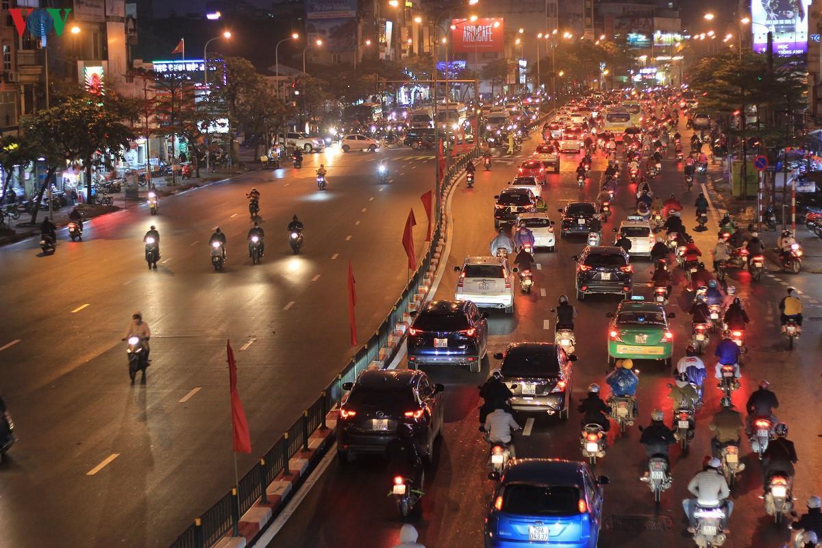 Đường phố Hà Nội thông thoáng dù trong giờ cao điểm Ảnh 11