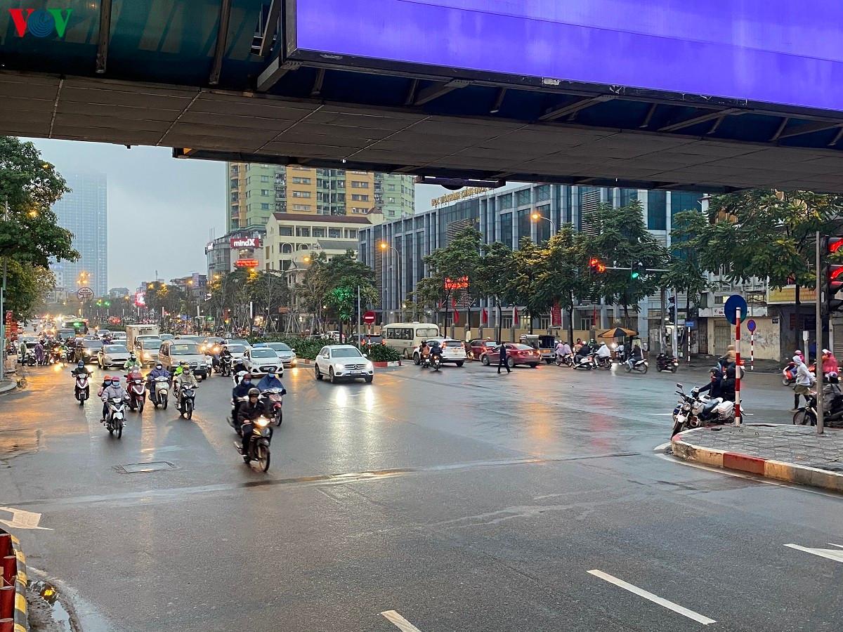 Đường phố Hà Nội thông thoáng dù trong giờ cao điểm Ảnh 9