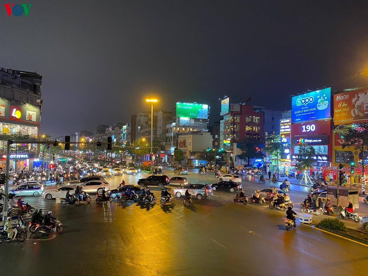 Đường phố Hà Nội thông thoáng dù trong giờ cao điểm Ảnh 12