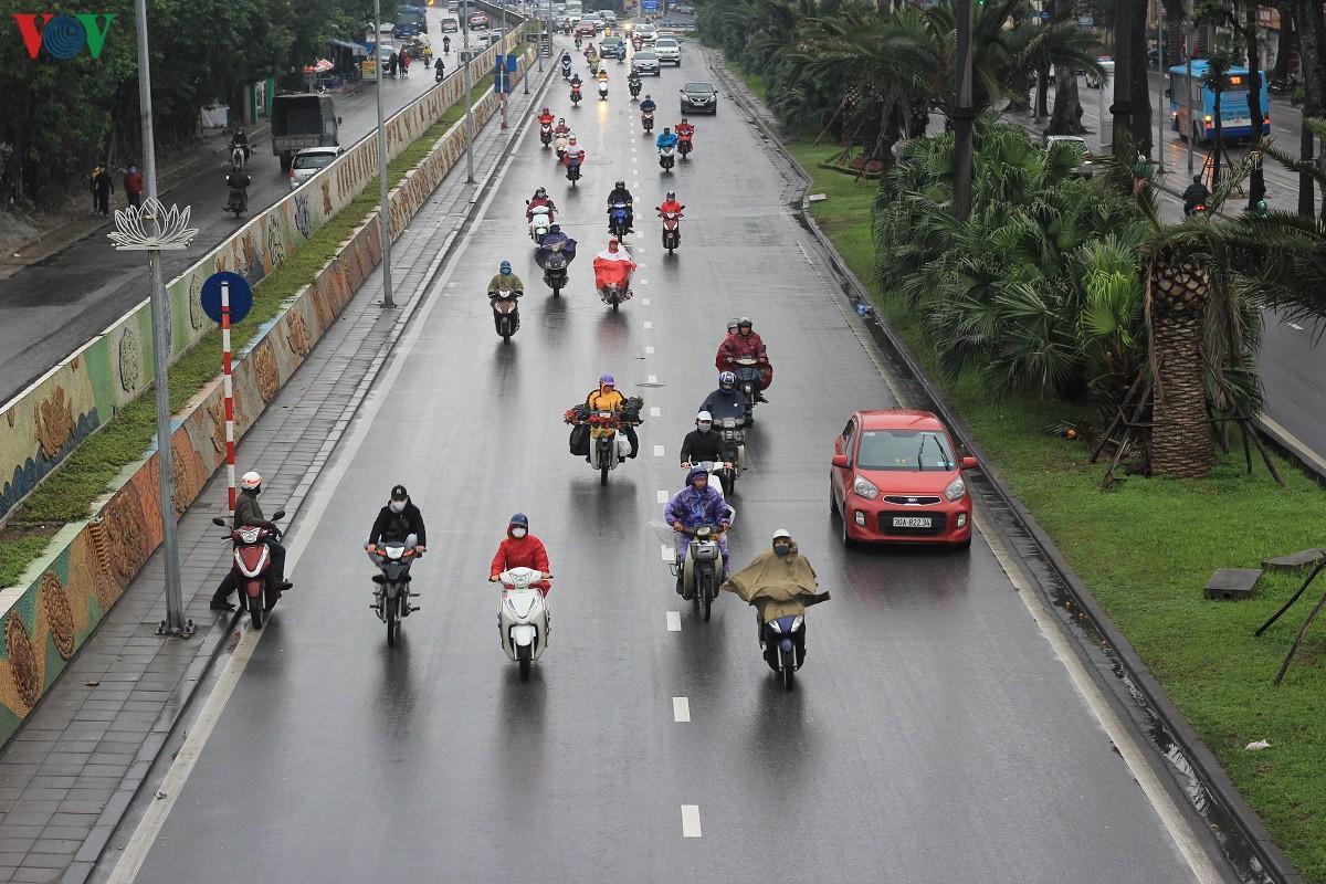 Đường phố Hà Nội thông thoáng dù trong giờ cao điểm Ảnh 1
