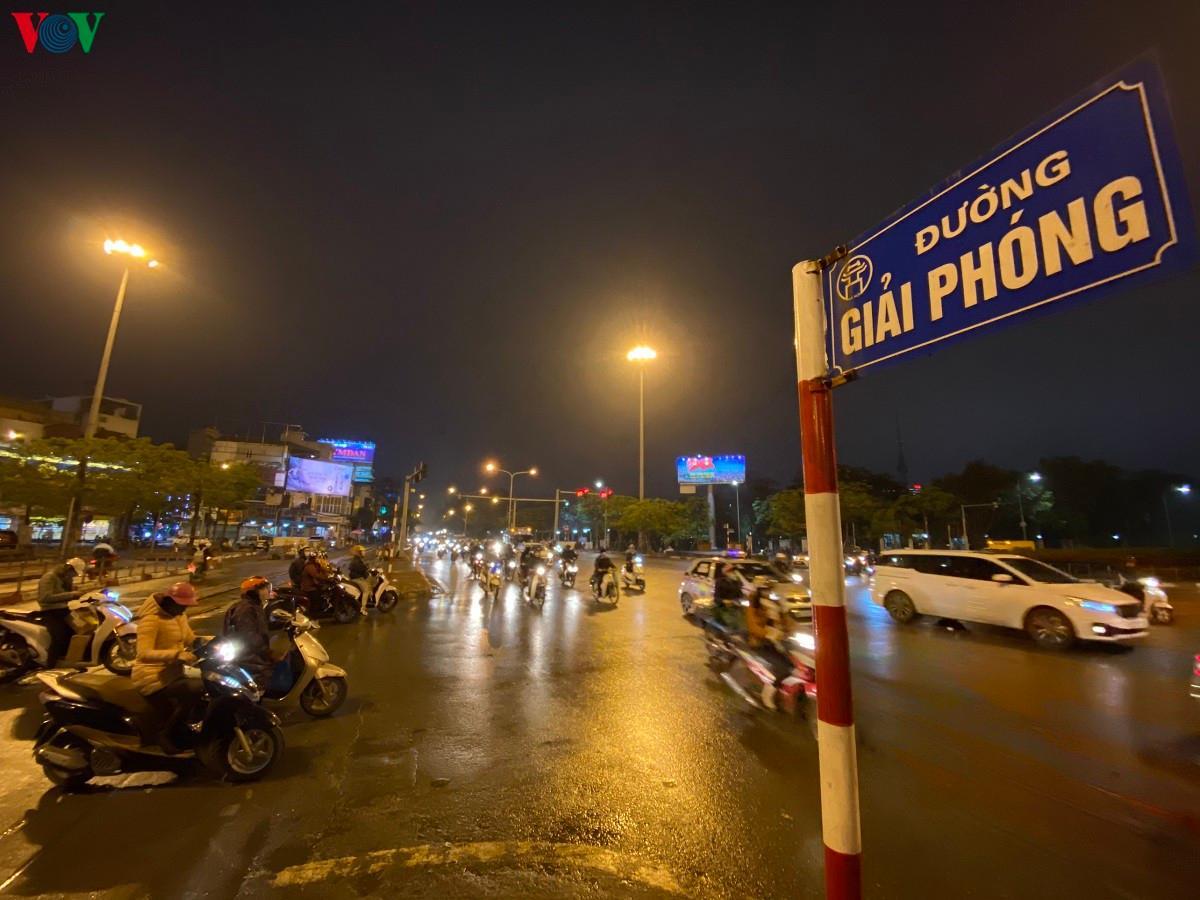 Đường phố Hà Nội thông thoáng dù trong giờ cao điểm Ảnh 13