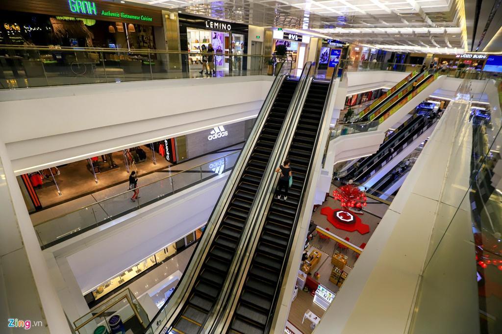 Cảnh vắng lặng khác lạ ở các trung tâm thương mại TP.HCM Ảnh 3