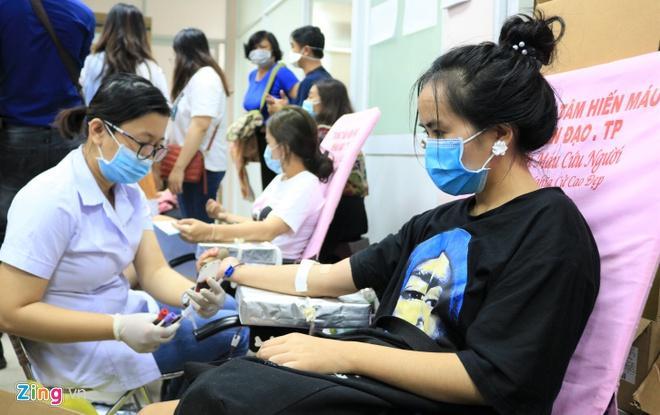 Người dân TP.HCM xếp hàng dài chờ hiến máu Ảnh 2