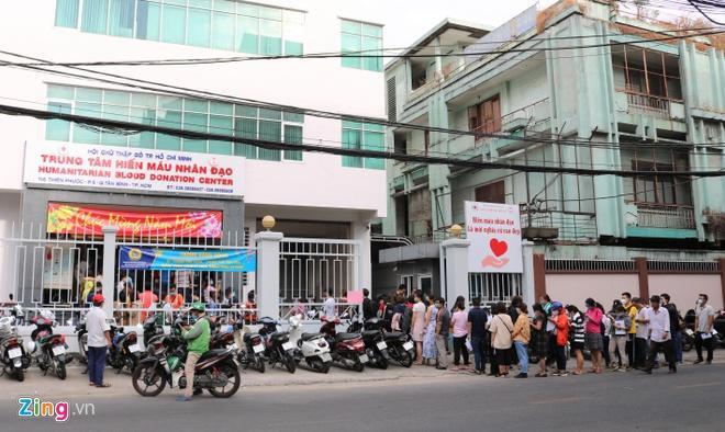 Người dân TP.HCM xếp hàng dài chờ hiến máu Ảnh 1