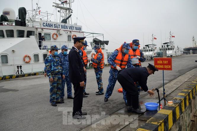 Theo tàu Cảnh sát biển đi chống nCoV Ảnh 2