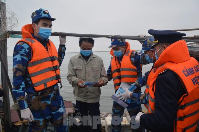 Theo tàu Cảnh sát biển đi chống nCoV Ảnh 3