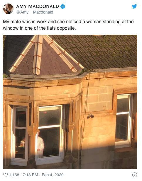 Nhìn thấy người phụ nữ bí ẩn đứng yên một chỗ nhiều giờ liền, cô gái đến gần quan sát thì phát hiện điều không ngờ Ảnh 2