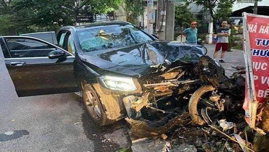 Bắt giam tài xế lái xe Mercedes đâm hai người thương vong lúc rạng sáng Ảnh 1