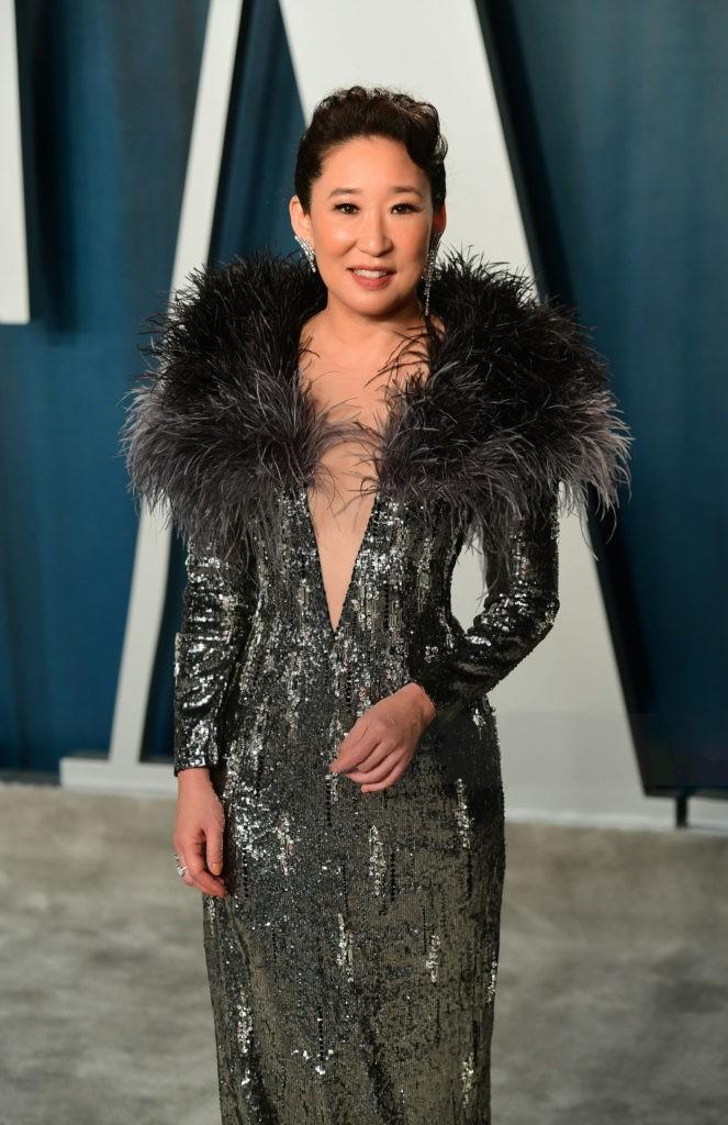 Oscar Vanity Fair Party: 'Niềm tự hào châu Á' diện trang phục ánh kim của Công Trí Ảnh 3