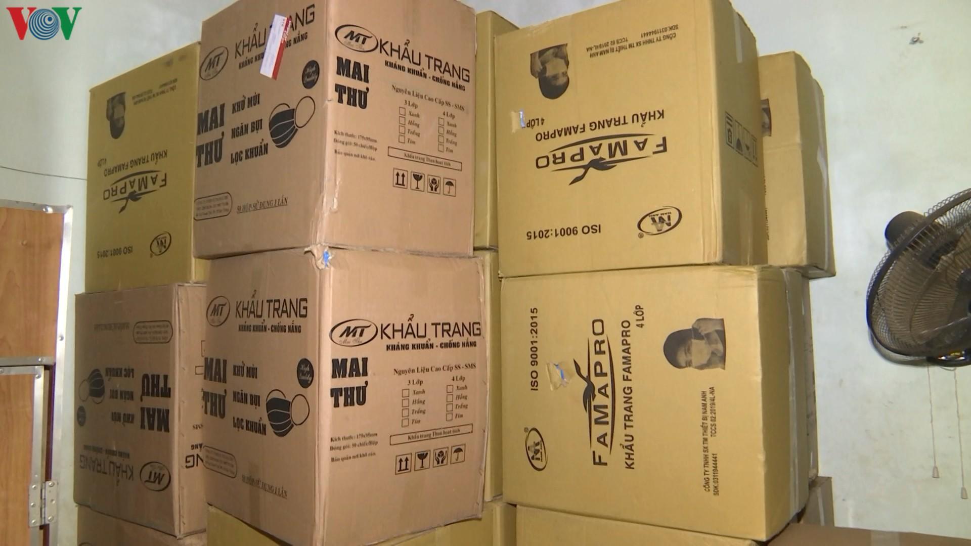 Lào Cai tạm giữ gần 150.000 chiếc khẩu trang có dấu hiệu vi phạm Ảnh 2