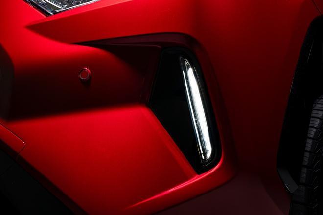 Toyota mang RAV4 Prime PHEV 2021 tới Chicago, cấm chạm vào xe Ảnh 27