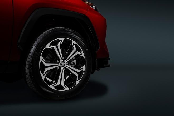 Toyota mang RAV4 Prime PHEV 2021 tới Chicago, cấm chạm vào xe Ảnh 24