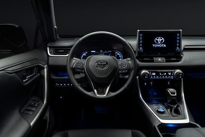 Toyota mang RAV4 Prime PHEV 2021 tới Chicago, cấm chạm vào xe Ảnh 7