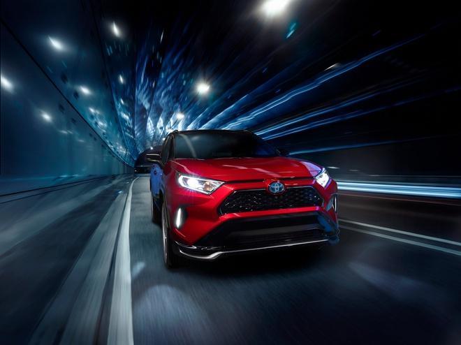 Toyota mang RAV4 Prime PHEV 2021 tới Chicago, cấm chạm vào xe Ảnh 13