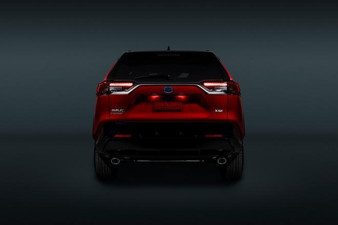 Toyota mang RAV4 Prime PHEV 2021 tới Chicago, cấm chạm vào xe Ảnh 23
