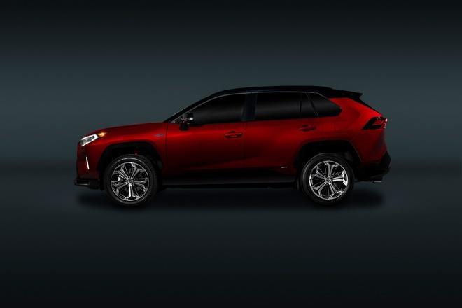 Toyota mang RAV4 Prime PHEV 2021 tới Chicago, cấm chạm vào xe Ảnh 21