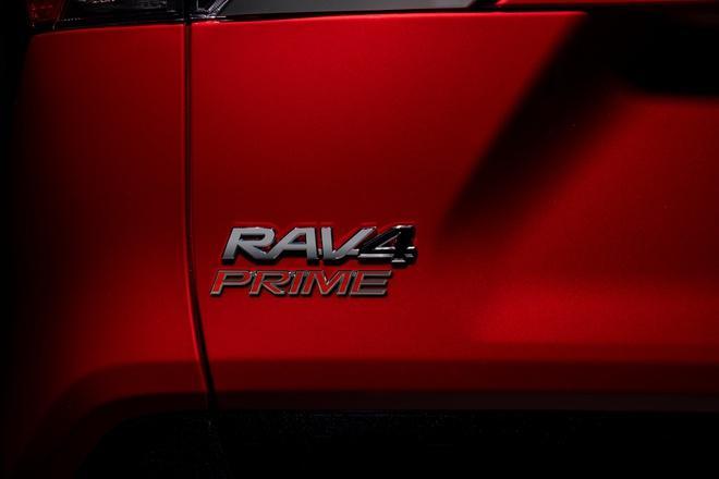 Toyota mang RAV4 Prime PHEV 2021 tới Chicago, cấm chạm vào xe Ảnh 28