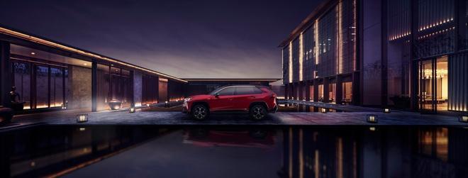 Toyota mang RAV4 Prime PHEV 2021 tới Chicago, cấm chạm vào xe Ảnh 16