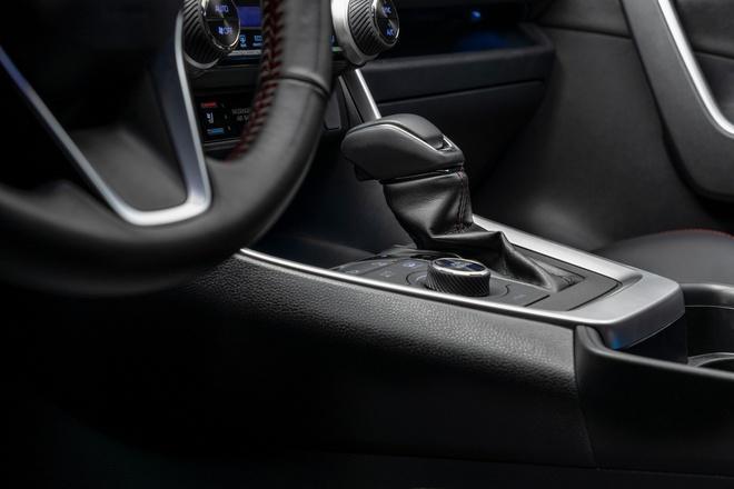 Toyota mang RAV4 Prime PHEV 2021 tới Chicago, cấm chạm vào xe Ảnh 12