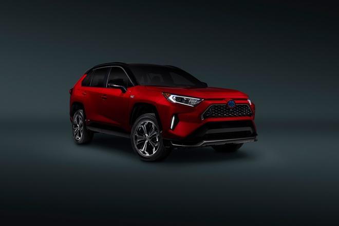 Toyota mang RAV4 Prime PHEV 2021 tới Chicago, cấm chạm vào xe Ảnh 19