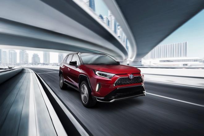 Toyota mang RAV4 Prime PHEV 2021 tới Chicago, cấm chạm vào xe Ảnh 15
