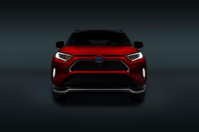 Toyota mang RAV4 Prime PHEV 2021 tới Chicago, cấm chạm vào xe Ảnh 18
