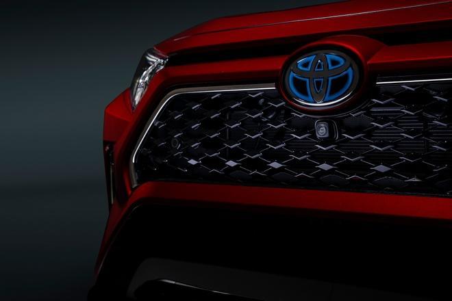 Toyota mang RAV4 Prime PHEV 2021 tới Chicago, cấm chạm vào xe Ảnh 26