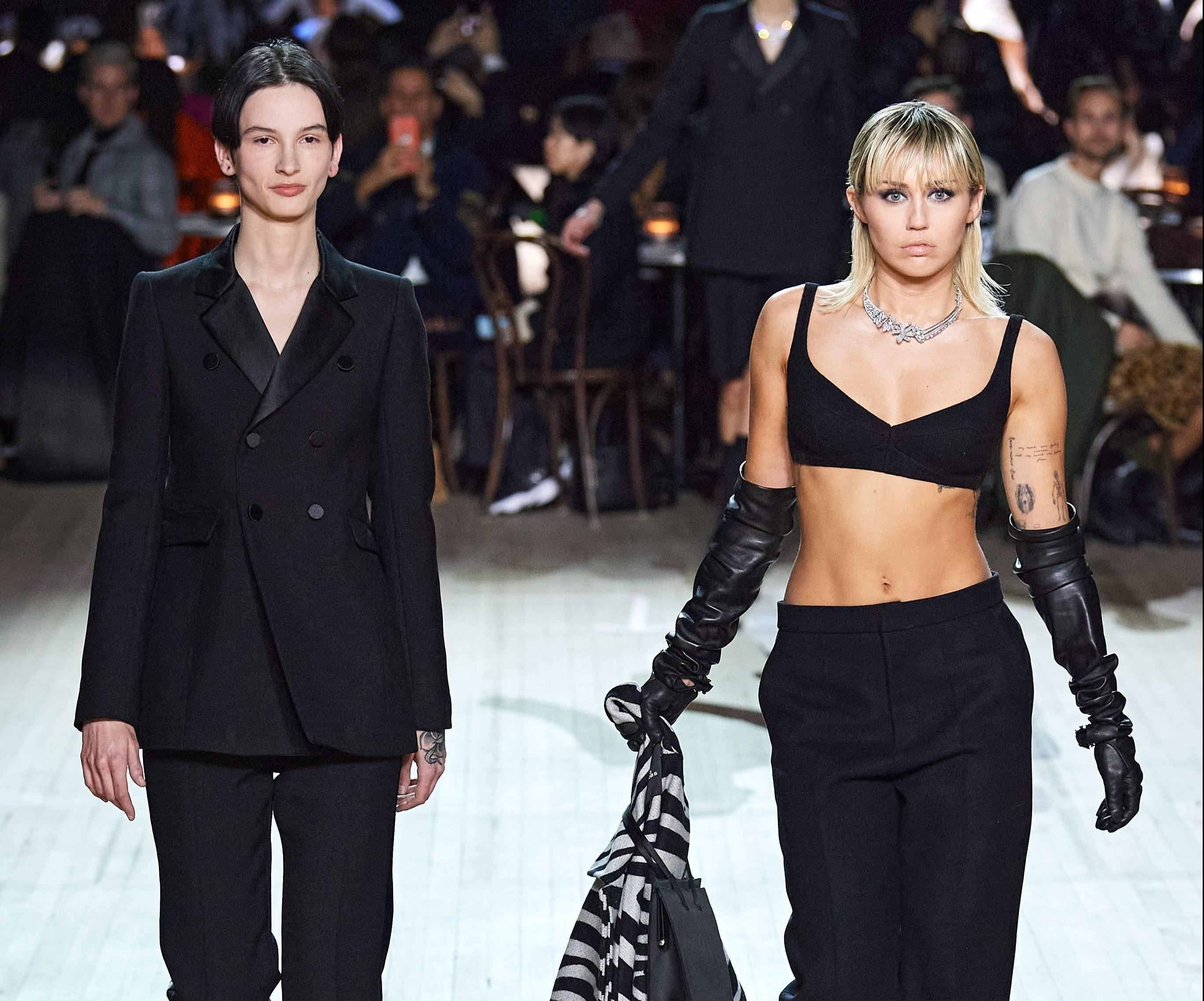 Miley Cyrus diện nội y, bất ngờ trình diễn tại show Marc Jacobs Ảnh 2